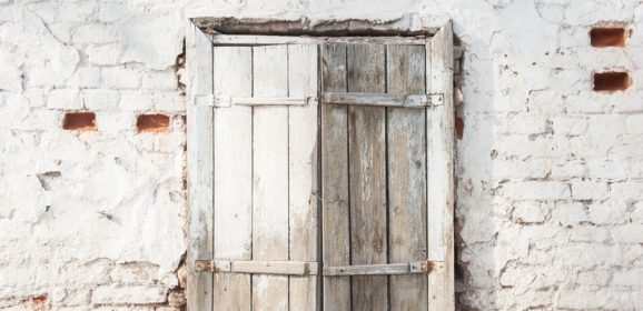 Peindre une fenêtre en bois ou en PVC