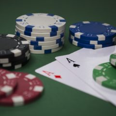 Jouer au poker : les astuces